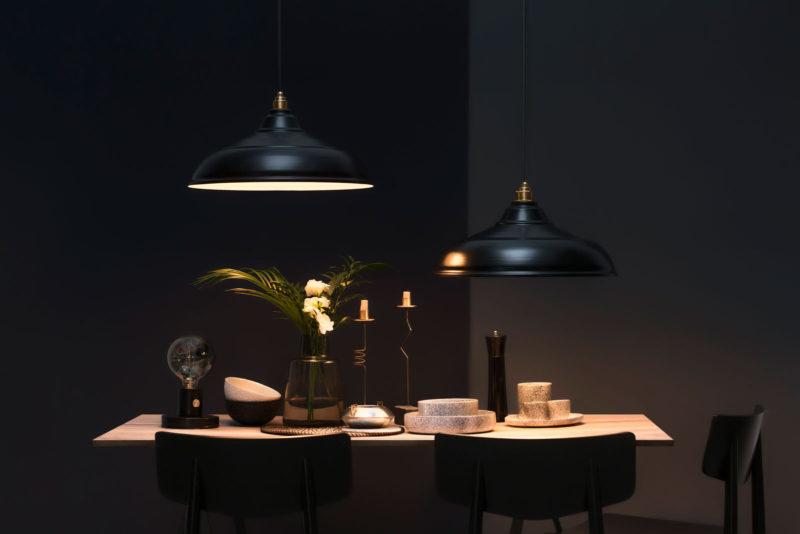 czarne lampy retro